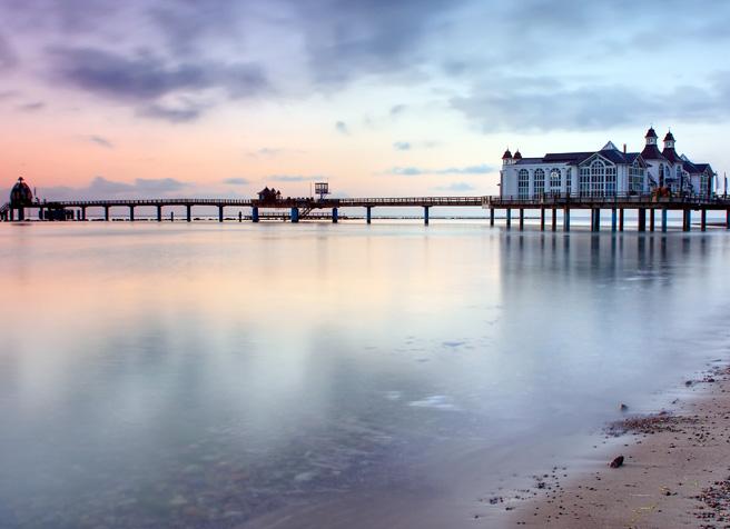 Traumhafter Blick die Selliner Seebrücke mit Restaurant auf der Insel Rügen